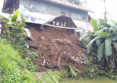 Hujan Deras mengakibatkan TPT Longsor dan rumah warga Ambruk